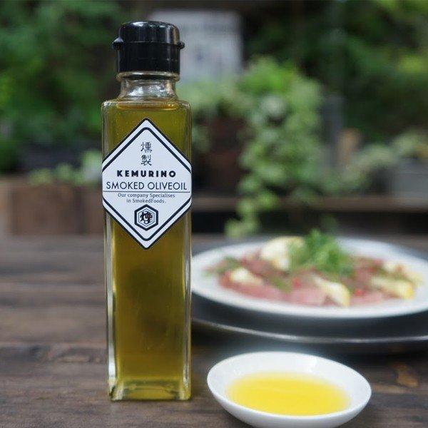 燻製オリーブオイル(レギュラータイプ) 160ml 普段使いにも特別なお料理にも手軽に燻製の香りが楽しめます。